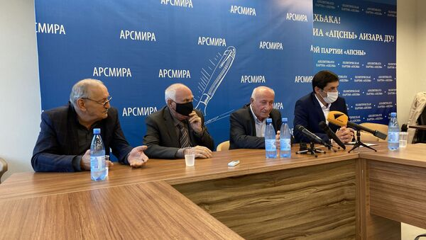 Пресс-конференция ветеранов ОВНА в связи с инцидентом 30 сентября 2021 года - Sputnik Аҧсны