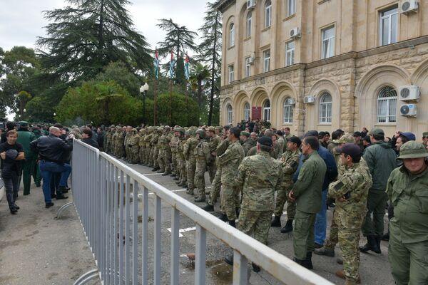 Здание Парламента в том числе охранялось бойцами Центра спецназначения. - Sputnik Абхазия