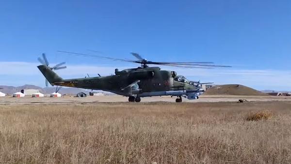 Совместные полеты экипажей армейской авиации на учении «Селенга-2021» в Монголии - Sputnik Абхазия