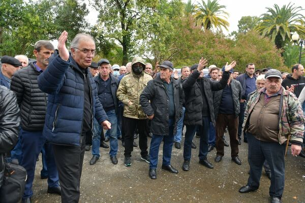 Ветераны сочли оскорбительным и недостойным поведение представителей силовых структур в День Победы и Независимости Абхазии.  - Sputnik Абхазия