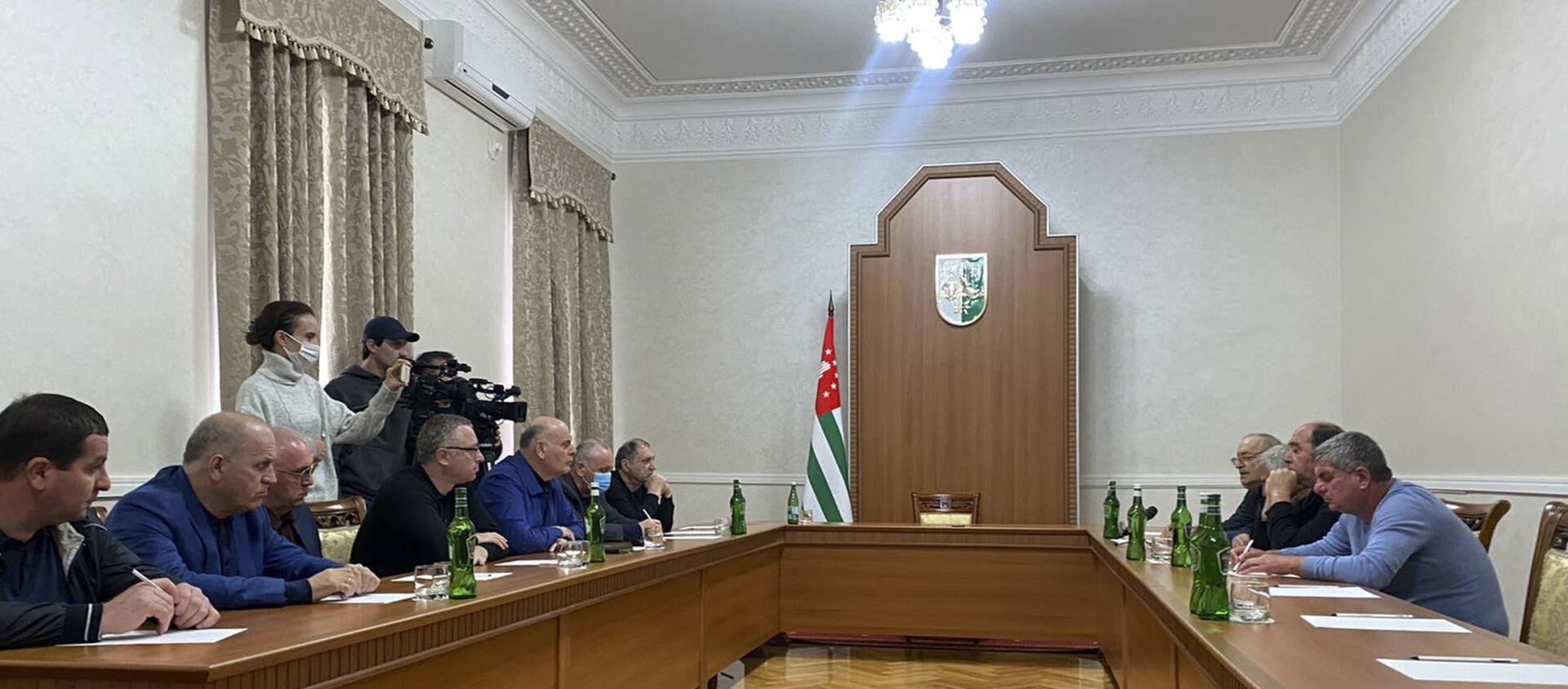 Делегация ветеранов из Адзюбжи встретилась с Бжания - Sputnik Абхазия, 1920, 04.10.2021