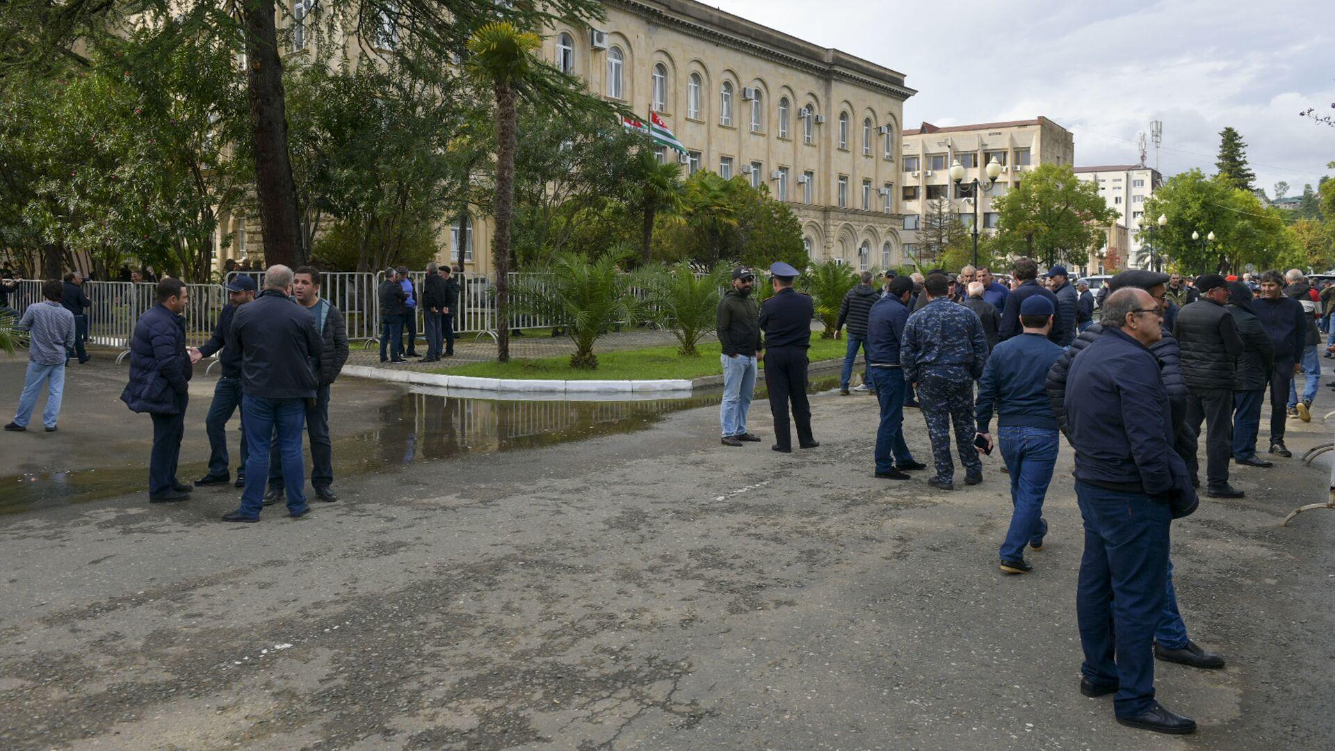 Обстановка вокруг здания Правительства - Sputnik Абхазия, 1920, 06.10.2021
