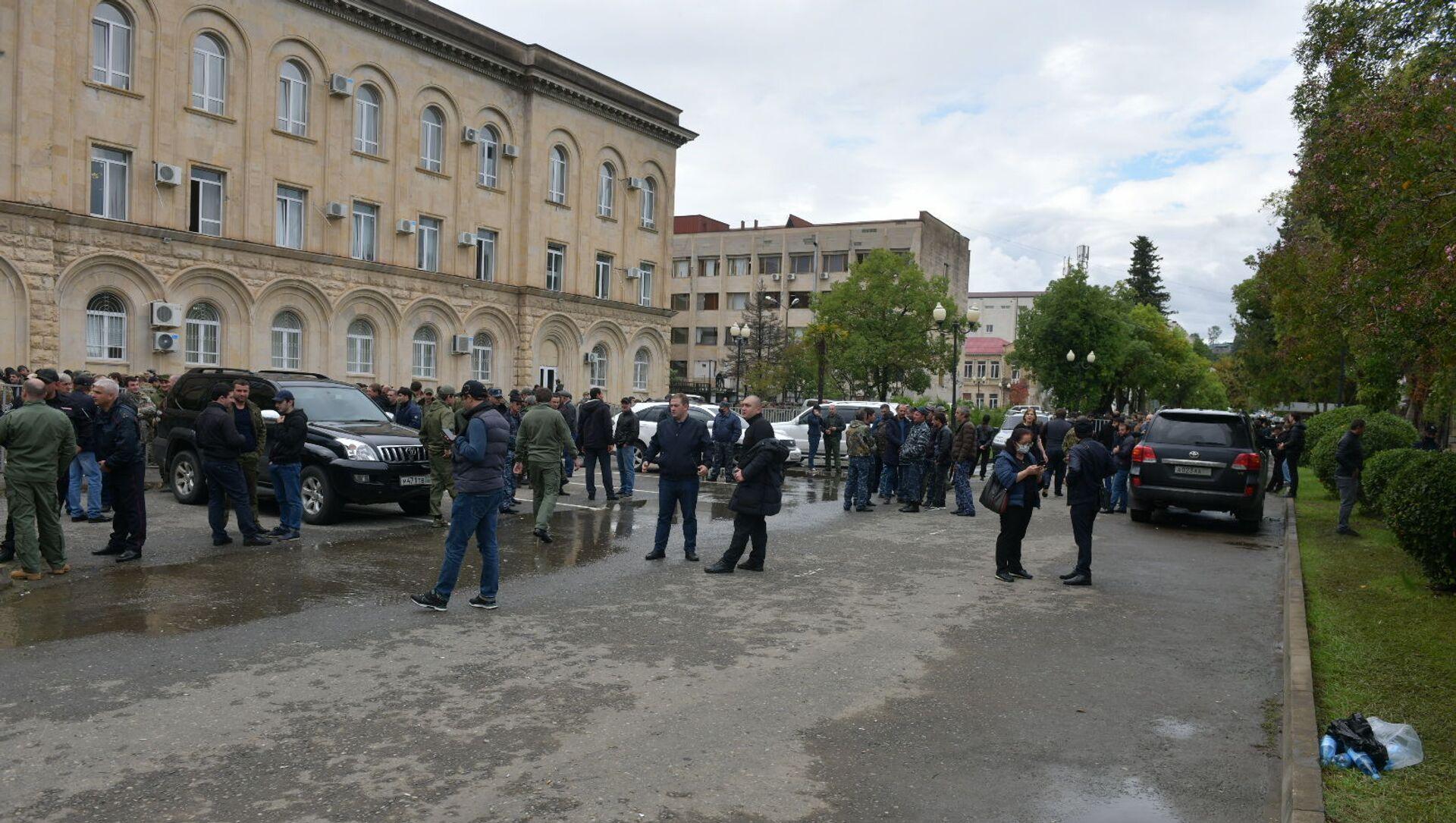 Обстановка вокруг здания Правительства  - Sputnik Абхазия, 1920, 04.10.2021