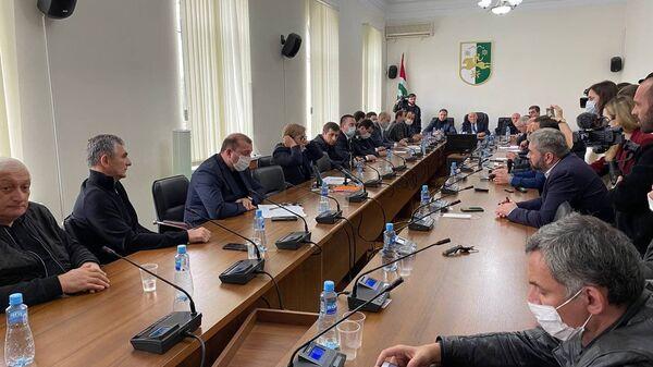 Ждать результатов проверки: как депутаты обсуждали инцидент с ветеранами - Sputnik Абхазия