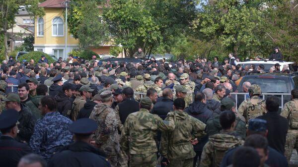 Митинг у Парламента: что требовали участники протеста от президента и депутатов - Sputnik Абхазия
