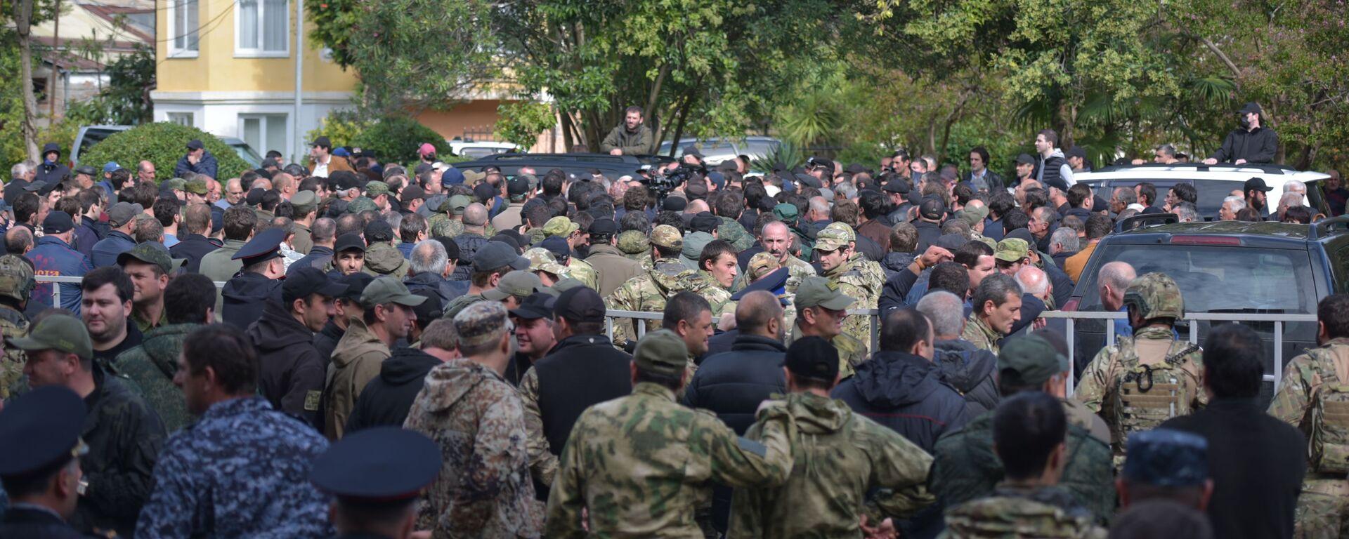 Митинг у Парламента: что требовали участники протеста от президента и депутатов - Sputnik Абхазия, 1920, 04.10.2021