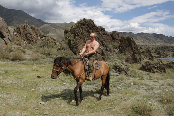 3 августа 2009 года. Председатель правительства РФ Владимир Путин на отдыхе в Республике Тыва. - Sputnik Абхазия