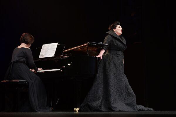 Оперная дива исполнила 16 композиций - романсы и оперные партии знаменитых на весь мир авторов. - Sputnik Абхазия