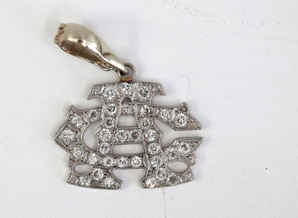 Подвеска из белого золота с бриллиантами, принадлежавшая американскому гангстеру Аль Капоне. - Sputnik Абхазия