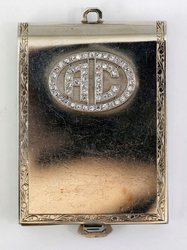 Футляр для спичечного коробка из белого золота с бриллиантами, принадлежавший американскому гангстеру Аль Капоне. - Sputnik Абхазия
