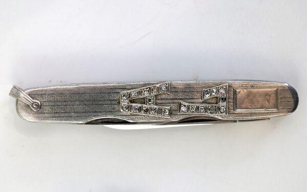 Карманный нож с инициалами из платины и бриллиантов, принадлежавший гангстеру Аль Капоне. - Sputnik Абхазия