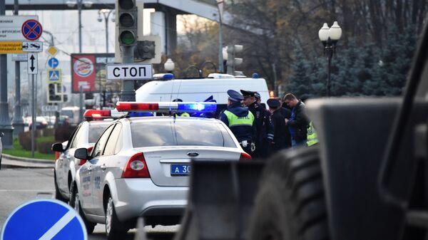 Каршеринговый автомобиль попал в ДТП возле здания Минобороны в Москве - Sputnik Аҧсны