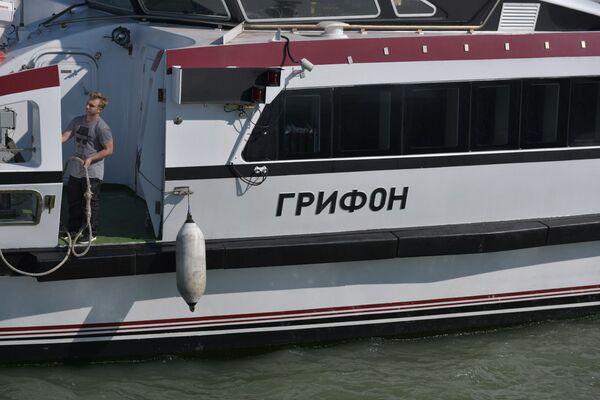 Туристический теплоход Грифон прибыл в Сухумский порт - Sputnik Абхазия