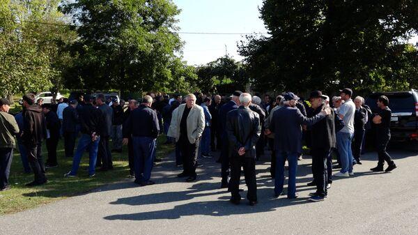 Собравшиеся в Адзюбже ветераны и их сторонники - Sputnik Аҧсны