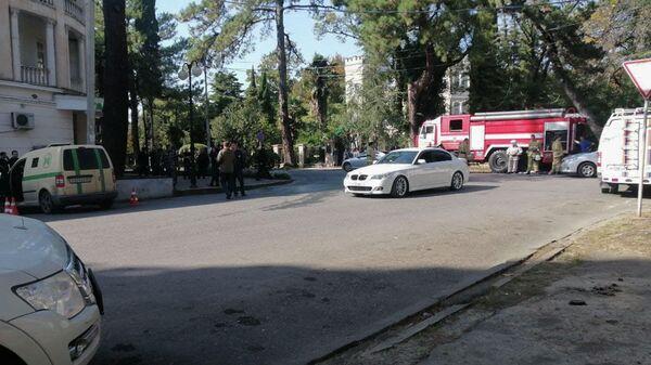 Гарант-Банк в Сухуме окружили сотрудники правоохранительных органов - Sputnik Аҧсны