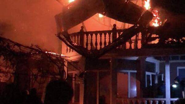 Загоревшийся частный дом по улице Ашхаруа - Sputnik Аҧсны
