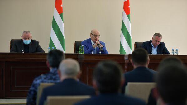 Расширенное заседание кабмина по вопросам инвестпрограммы - Sputnik Абхазия