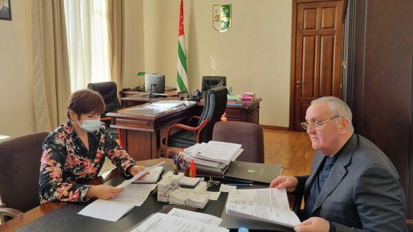 Встреча Людмилы Скорик и премьера-министра Александра Анкваб - Sputnik Абхазия