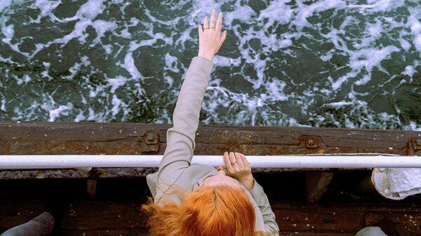 Девушка на морской прогулке  - Sputnik Абхазия