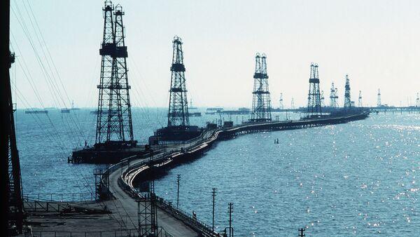 Нефтяные вышки на Каспии. Архивное фото. - Sputnik Абхазия