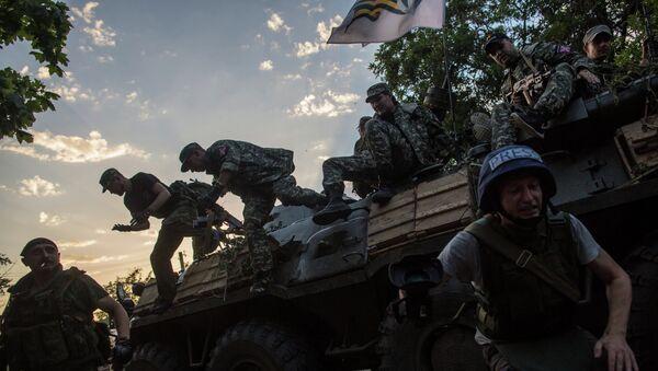 Бойцы ополчения Донбасса в городе Снежное. Архивное фото - Sputnik Абхазия