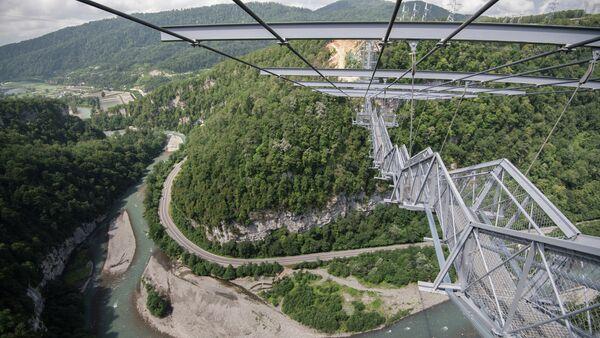 Подвесной пешеходный мост Скайбридж в Сочи. Архивное фото. - Sputnik Абхазия