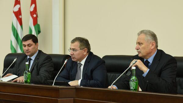 Заседание кабинета министров. Фото с места события. - Sputnik Абхазия