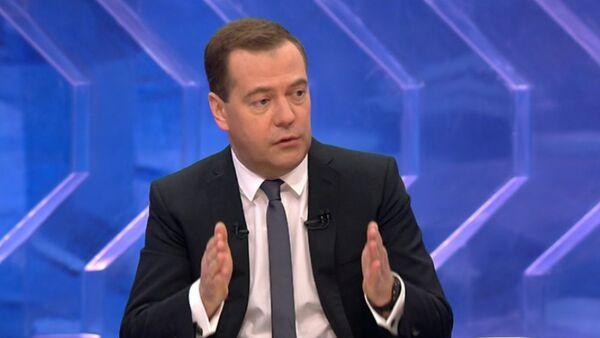 Медведев об ослаблении рубля, импортозамещении и санкциях против РФ_СПУТНИК - Sputnik Абхазия