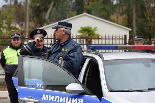 Сотрудники ДПС УГАИ МВД Абхазии. Архивное фото - Sputnik Абхазия
