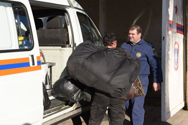 Разгрузка гумпомощи в МЧС - Sputnik Абхазия
