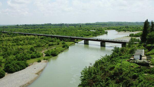 Мост на реке Ингур, соединяющий Грузию с Абхазией. Архивное фото. - Sputnik Абхазия