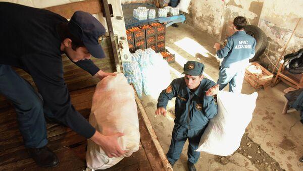 Отправка гуманитарной помощи в ДНР и ЛНР - Sputnik Абхазия