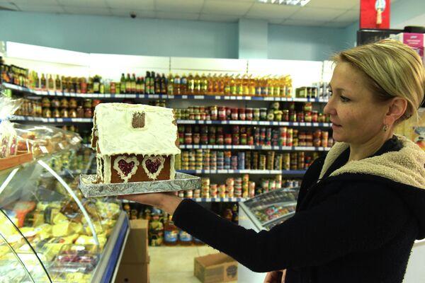 Покупатель в супермаркете - Sputnik Абхазия