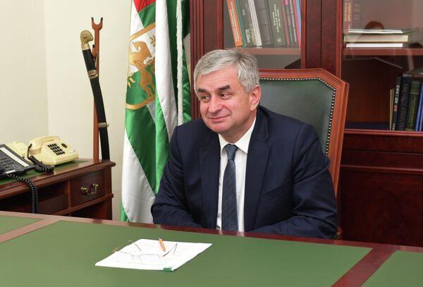 Президент Р.Д. Хаджимба - Sputnik Абхазия