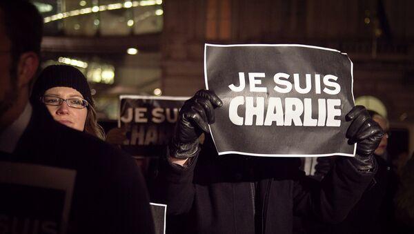 Участники митинга в память о 12-ти погибших в результате теракта в редакции сатирической газеты Charlie Hebdo. - Sputnik Абхазия
