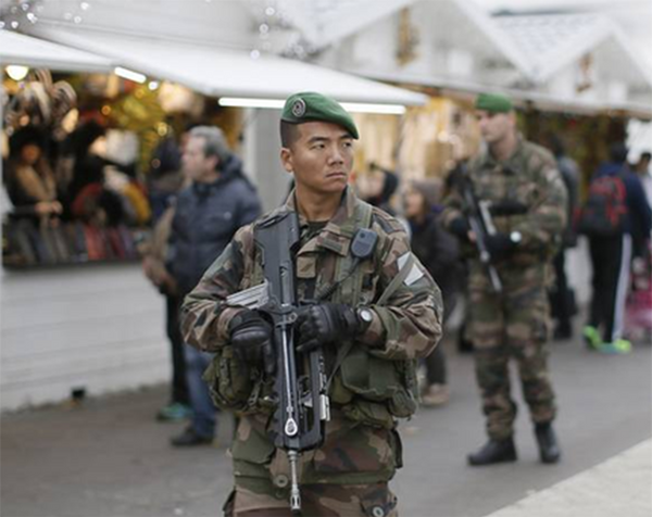 Охрана на улицах Парижа - Sputnik Абхазия