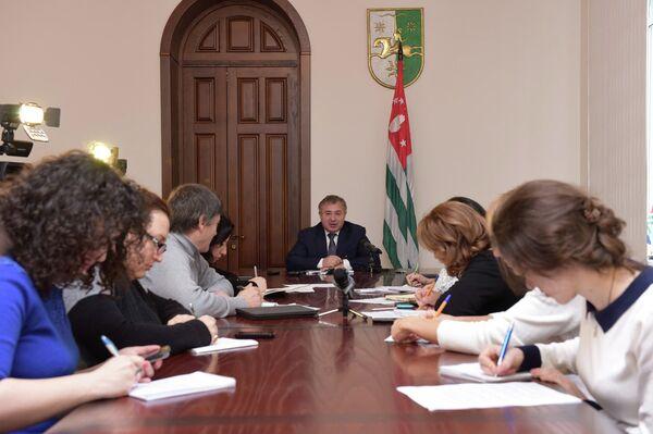 Пресс-конференция премьер-министра Б.Бутба о поездке в Иорданию - Sputnik Абхазия