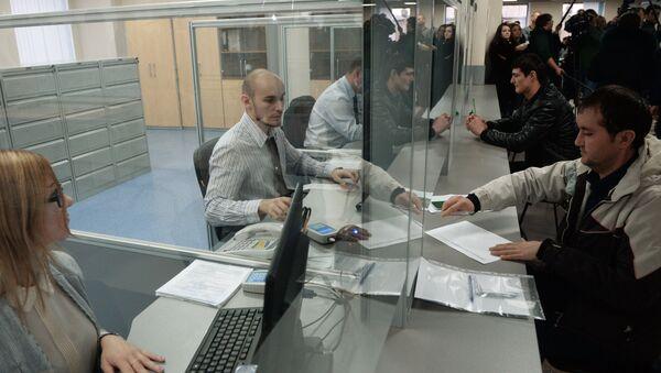 Выдача трудовых первых патентов в Едином миграционном центре Московской области - Sputnik Абхазия