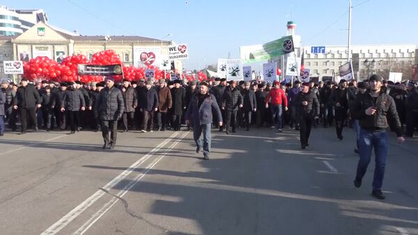 СПУТНИК_Митинговавшие за исламские ценности в Чечне выпустили в небо воздушные шары - Sputnik Абхазия