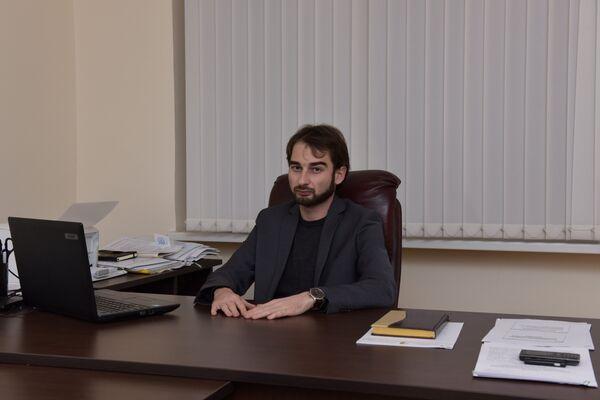 Замминистра образования Дмитрий Гаварамия. - Sputnik Абхазия