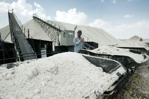 Добыча соли в городе Конья, Турция. Архивное фото. - Sputnik Абхазия