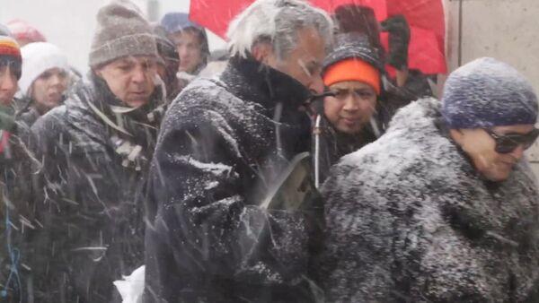 Очередь в супермаркет, или Как жители Нью-Йорка готовятся пережить снежную бурю - Sputnik Абхазия