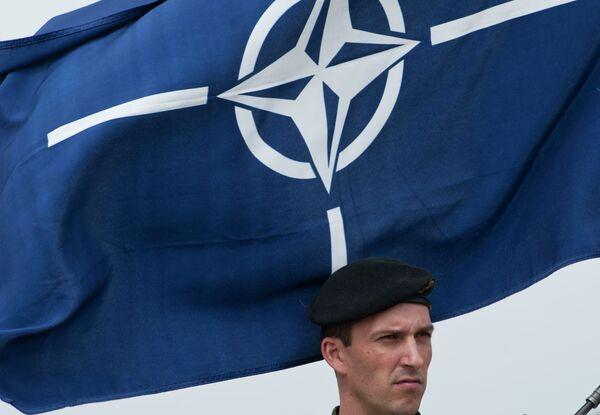 Флаг НАТО. Архивное фото. - Sputnik Абхазия