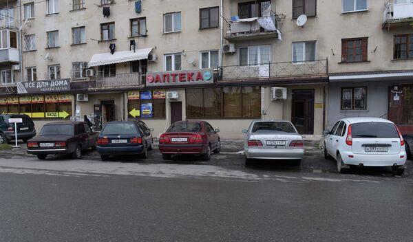 Парковка в районе Центрального рынка. - Sputnik Абхазия