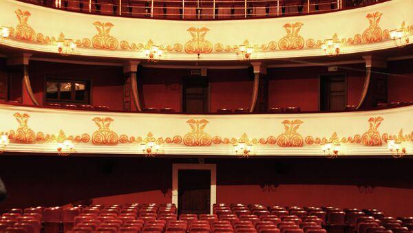 Зрительный зал драмтеатра. Архивное фото. - Sputnik Абхазия