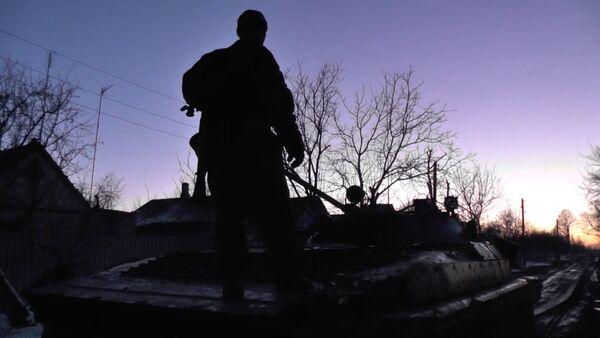 Ополченцы ДНР на бронемашинах проехали по улицам Логвиново - Sputnik Абхазия