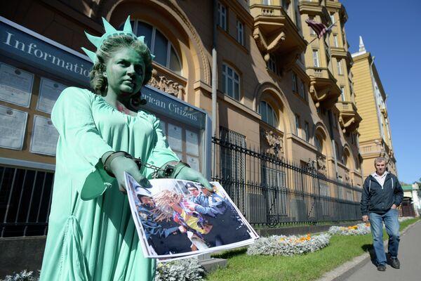 Девушка в костюме Статуи Свободы . Архивное фото. - Sputnik Абхазия