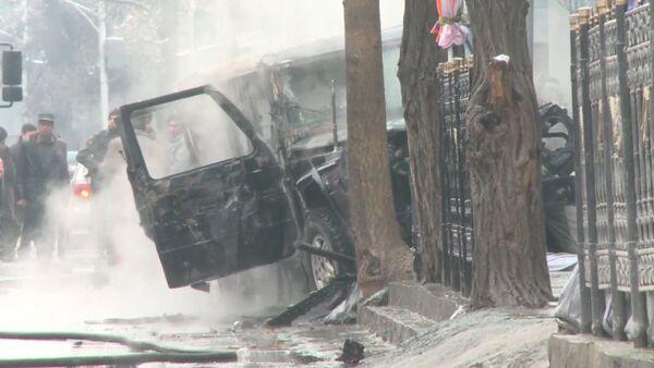 Смертник подорвал дипломатический автомобиль в Кабуле. Кадры с места теракта - Sputnik Абхазия