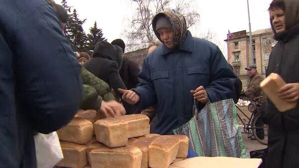 Затишье после боев в Дебальцеве: музыка на улице и очереди за хлебом - Sputnik Абхазия