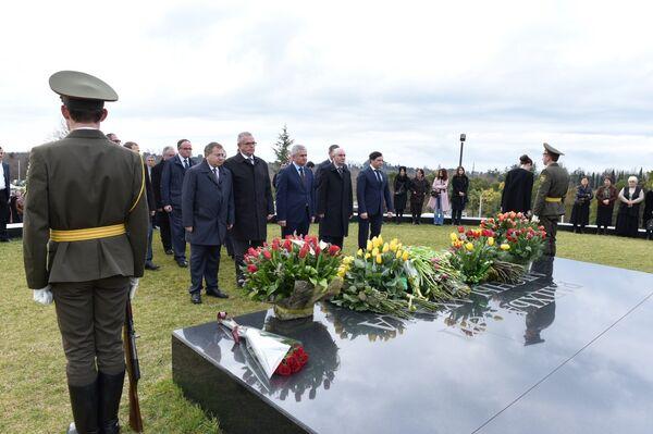 Мемориал первого Президента Абхазии В.Г.Ардзинба. Фото с места события. - Sputnik Абхазия